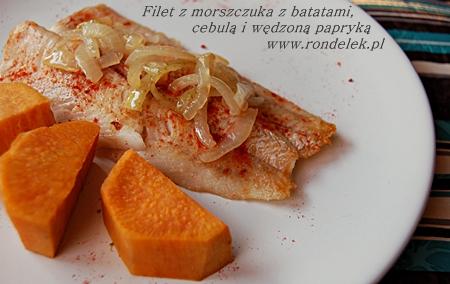 Morszczuk z batatami, duszoną cebulą i wędzoną papryką-mini